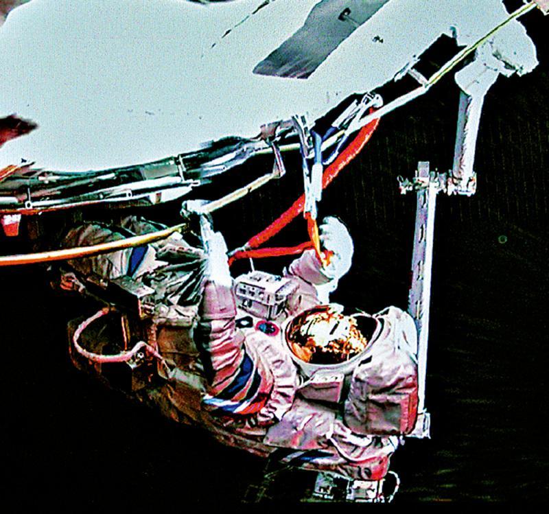 盛图1970:世纪工程 机械臂举重若轻